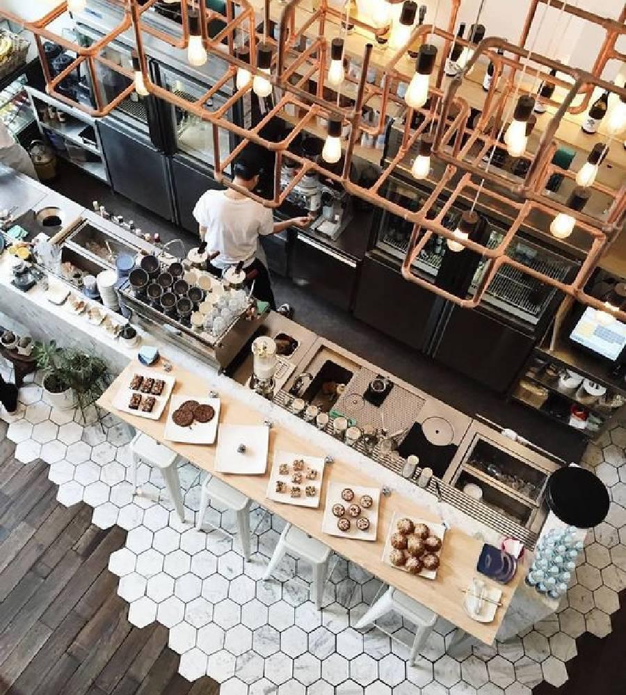 mẫu thiết kế quán cà phê phong cách công nghiệp